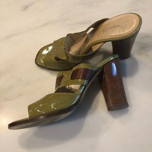 Anthropologie désigner Kiwi patent leather sandals
